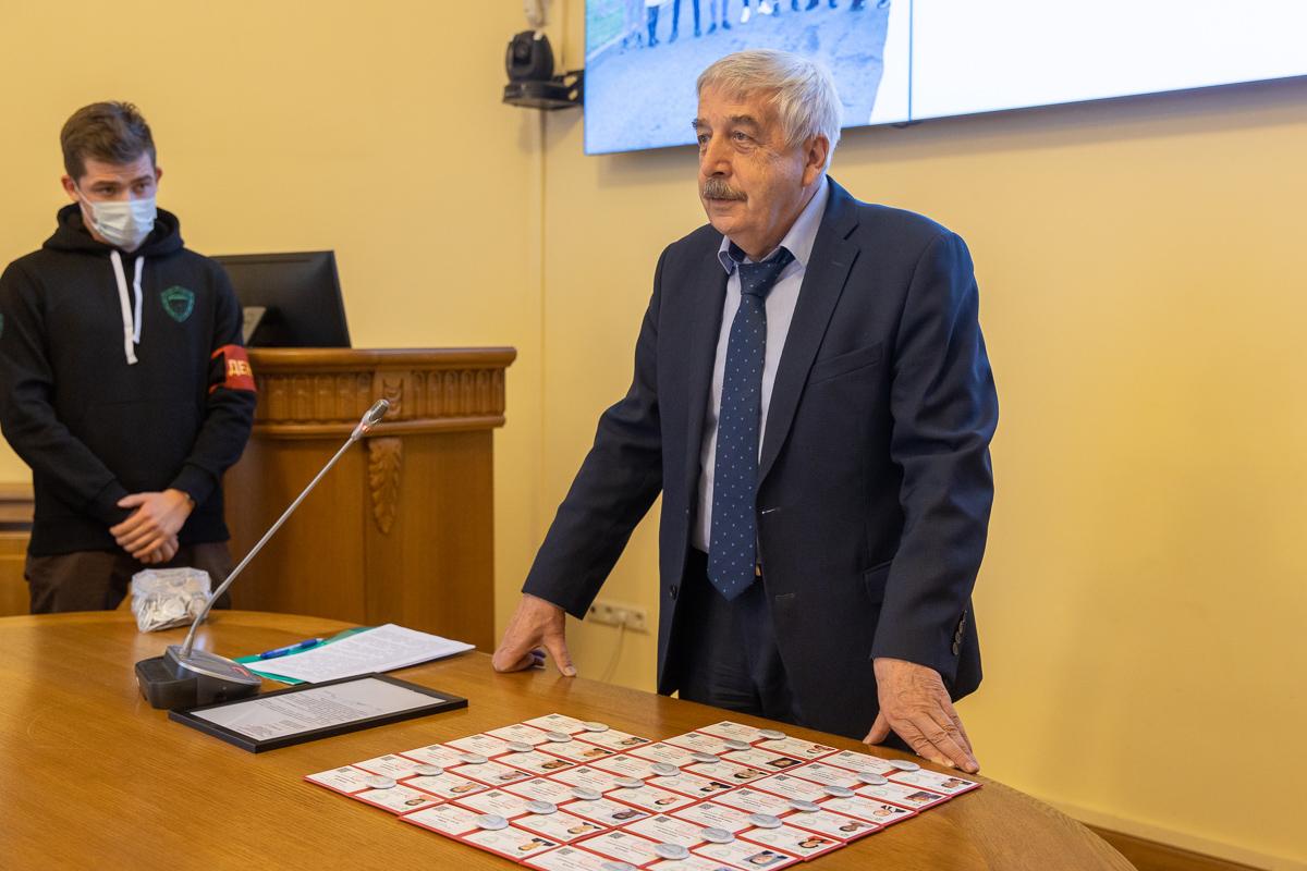 Владимир Глухов напутствовал ребят и призывал сделать прививки