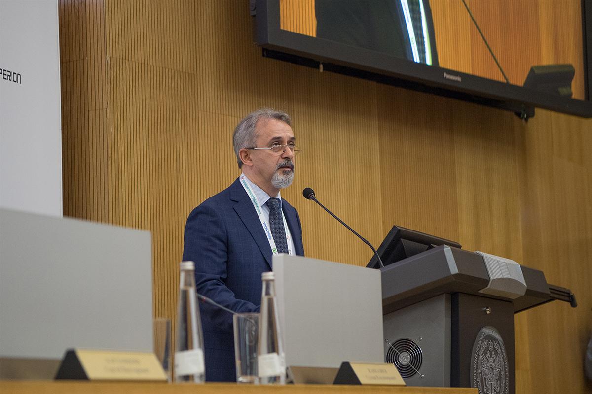 Модерировал конференцию президент Ассоциации транспортных инженеров, д.т.н., профессор Султан ЖАНКАЗИЕВ