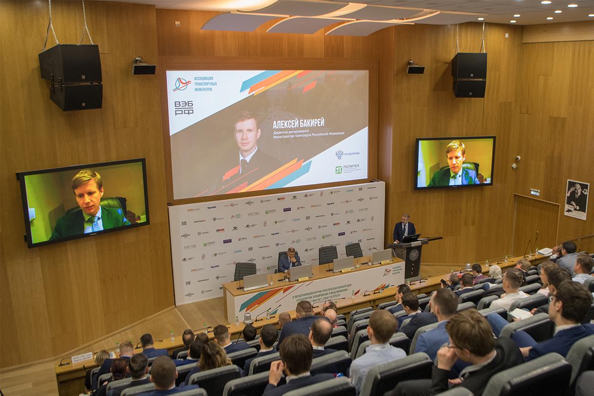 На конференции прозвучали мнения и представителей Государственной Думы, и Минтранса, и позиция регионов, в которых происходит наиболее успешное развитие технологий транспортного планирования