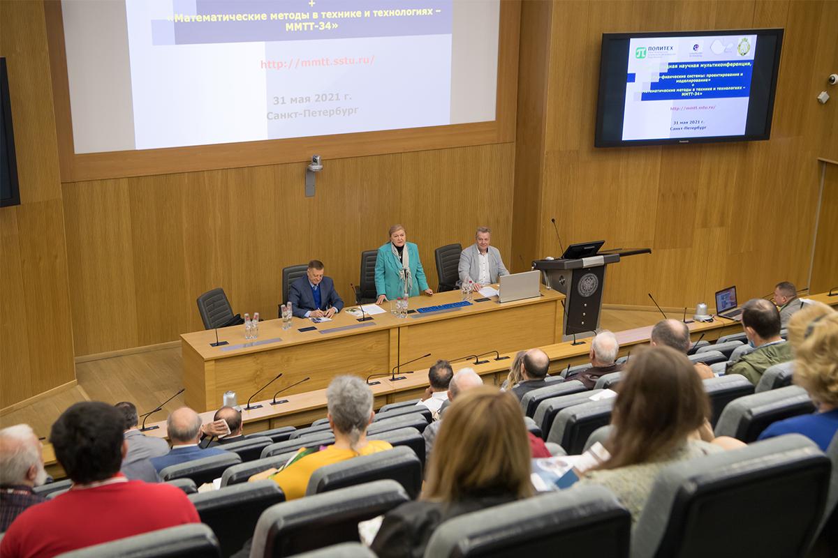 После приветственных слов на пленарном заседании выступили представители академической науки