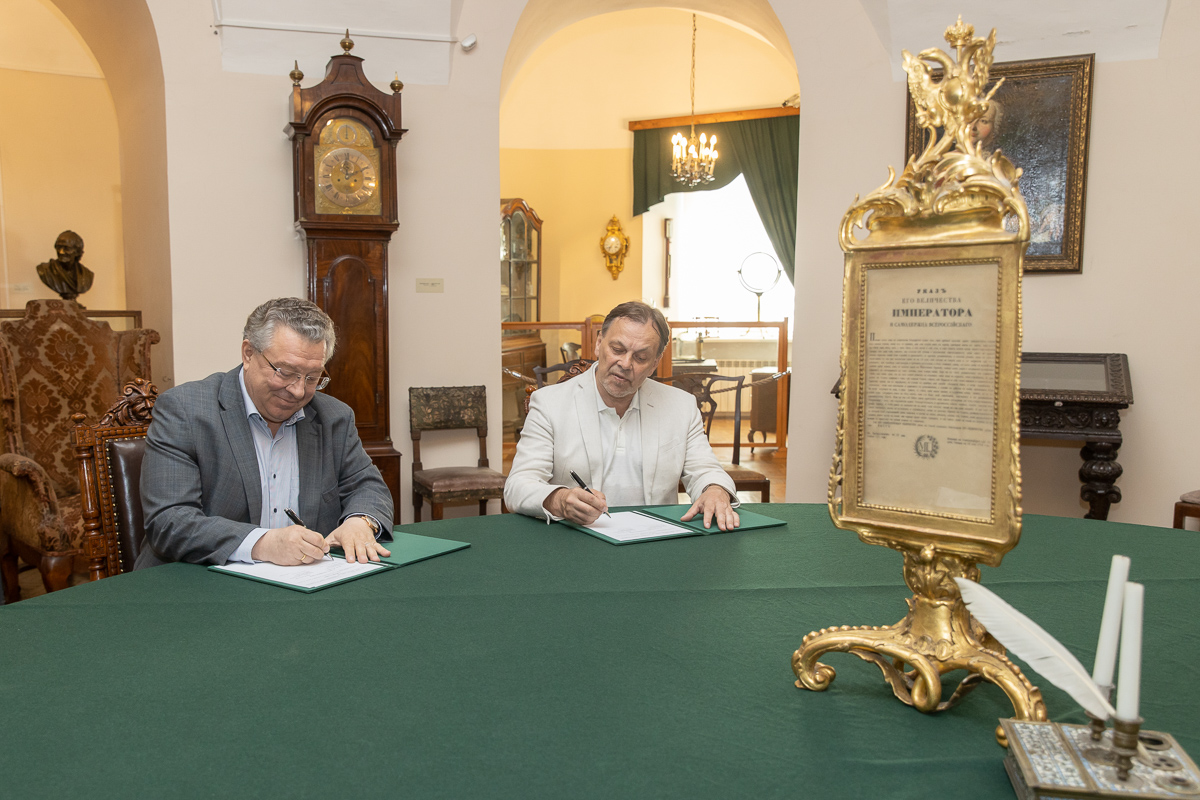 Ректор СПбПУ Андрей РУДСКОЙ и директор МАЭ РАН Андрей ГОЛОВНЁВ подписали соглашение о сотрудничестве
