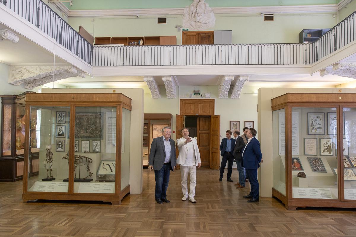 Делегация СПбПУ на экскурсии в МАЭ им. Петра Великого РАН