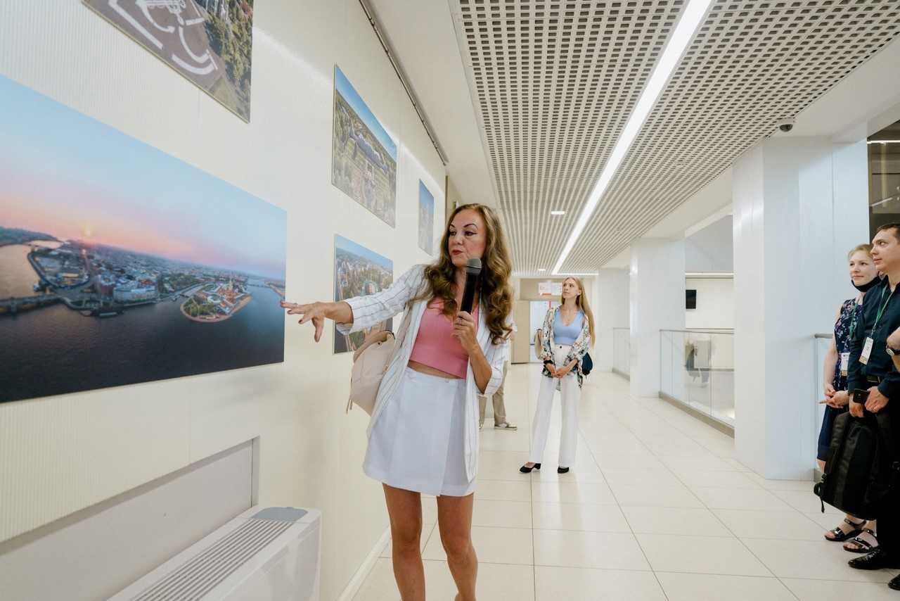 Специально к конференции начала работу фотовыставка Полеты над Санкт-Петербургом