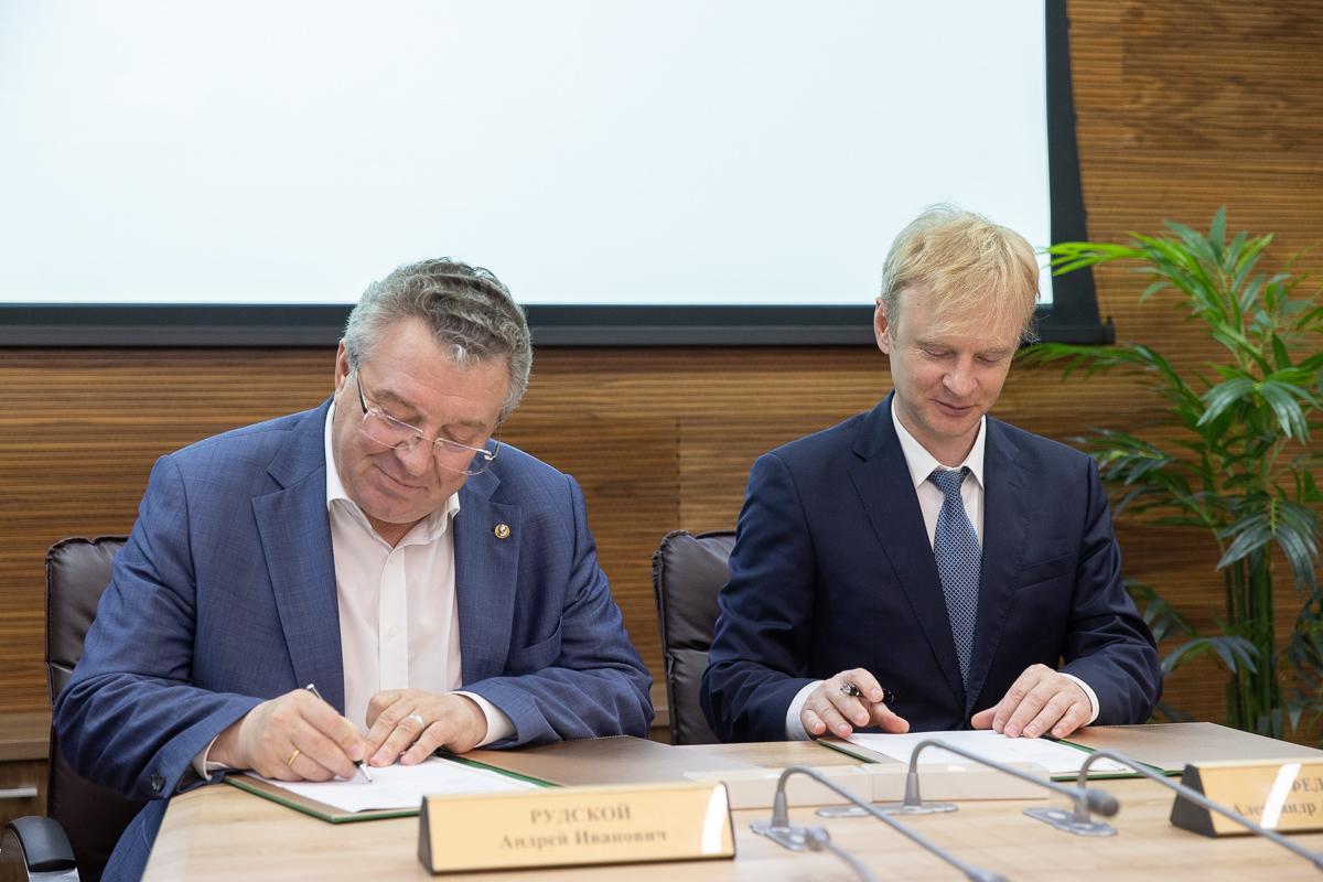 Андрей Рудской и Александр Фёдоров подписали соглашение о сотрудничестве между СПбПУ и БФУ