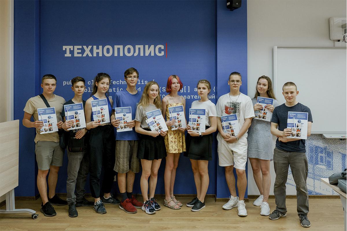 Старшеклассники лучших физмат школ Санкт-Петербурга и регионов прошли практику в ВШТМ