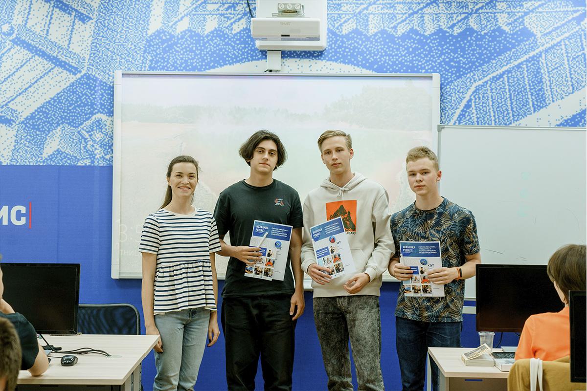Три школьника приехали в СПбПУ на практику из череповецкого лицея АМТЭК