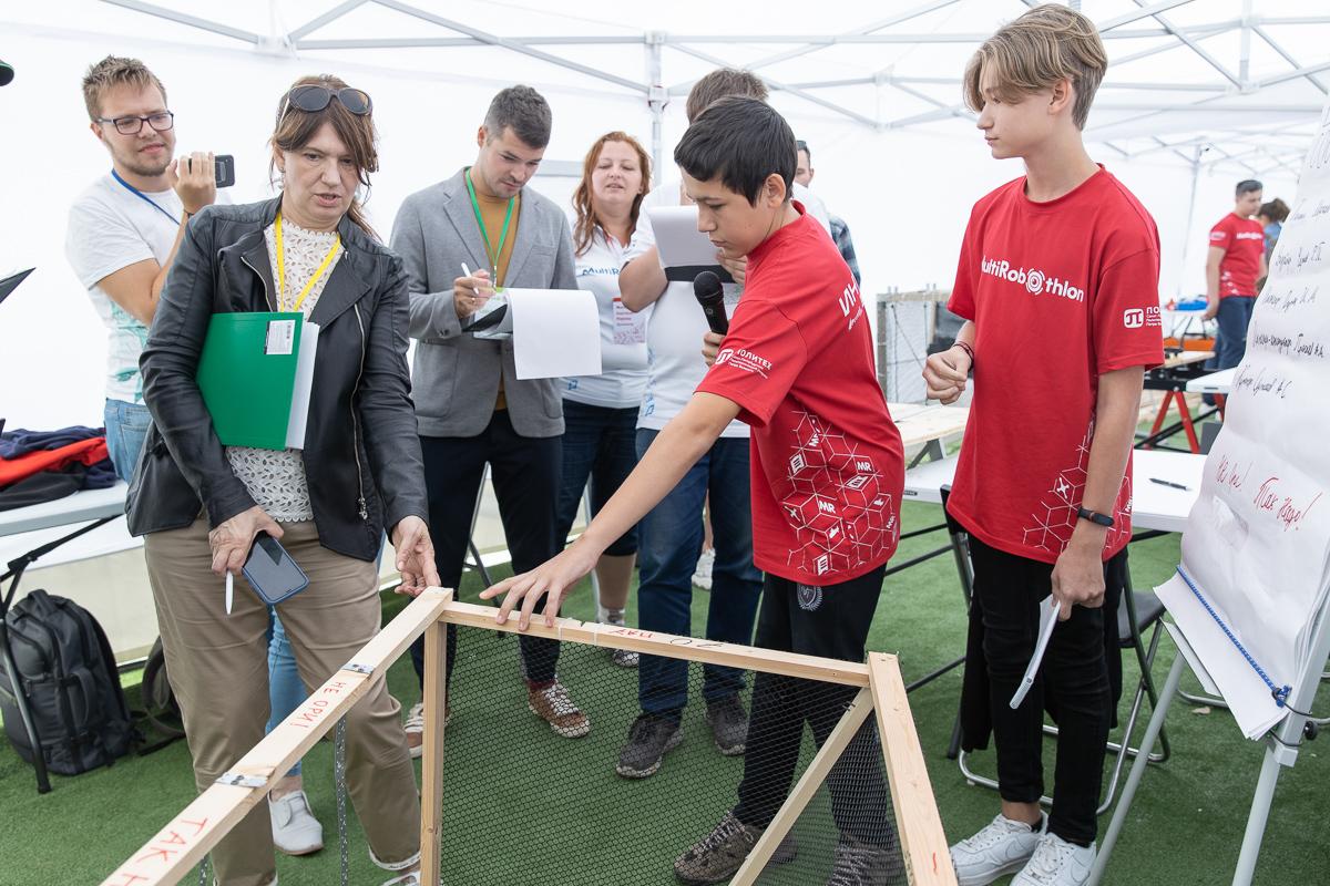 Команда «Штиль» показывает свою конструкцию Наталье Шуриной