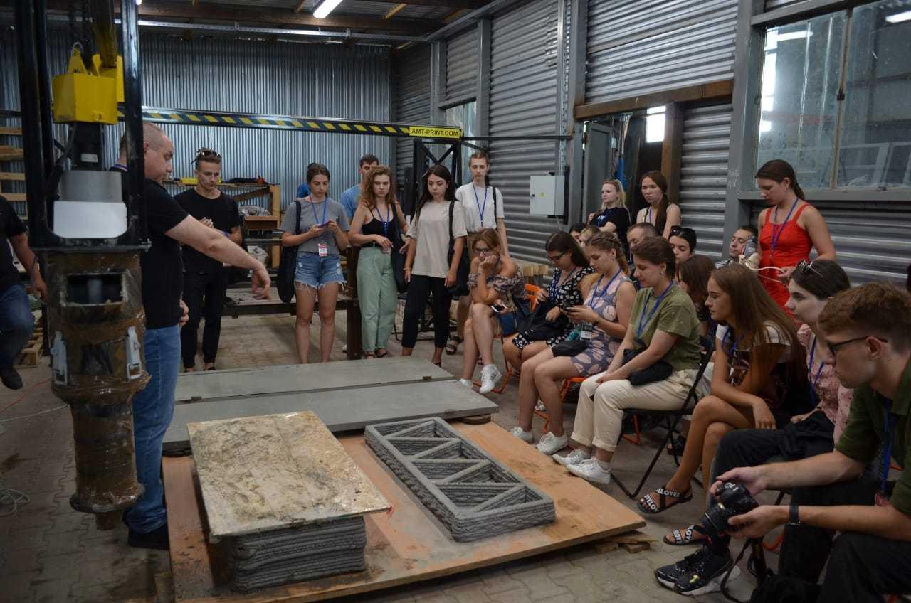Студенты 3 и 4 курса ИСИ приняли участие в межотраслевой студенческой школе цифрового строительного инжиниринга «Школа Шухова»