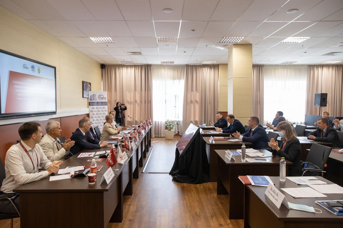 Круглый стол с представителями вузов и госпредприятий по вопросам подготовки кадров для структур и организаций ОПК