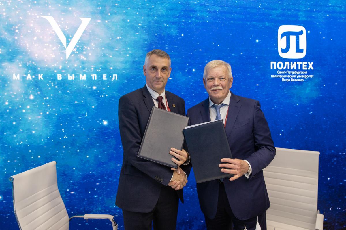 Генеральный директор ПАО «МАК «Вымпел» Сергей БОЕВ и первый проректор СПбПУ Виталий СЕРГЕЕВ