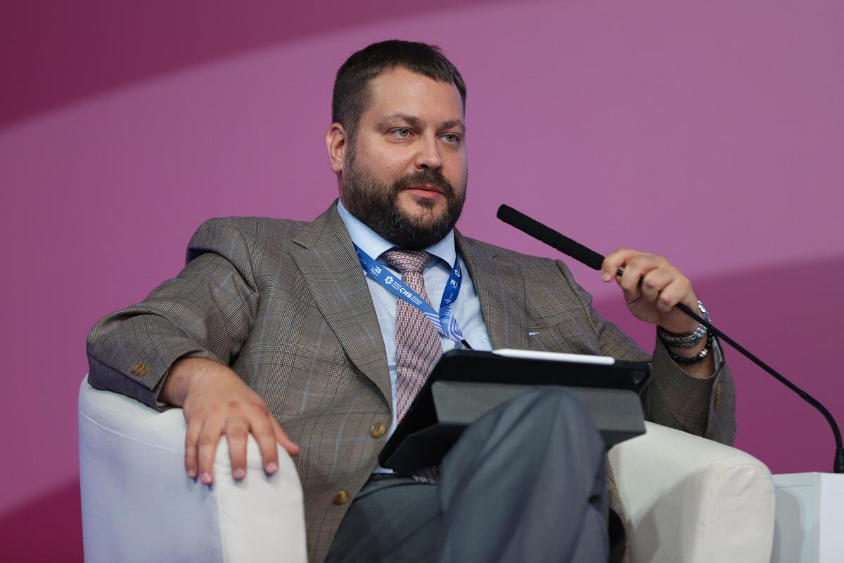 Модератором заседания выступил Иван Федотов, директор Ассоциации инновационных регионов России