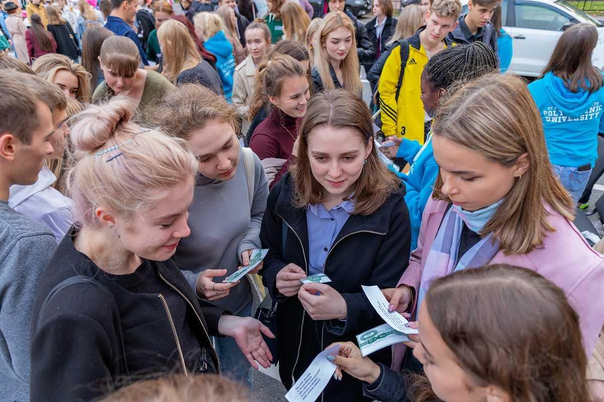 [За активность студенты получали местную валюту, которую можно было потратить в минимаркете Студклуба