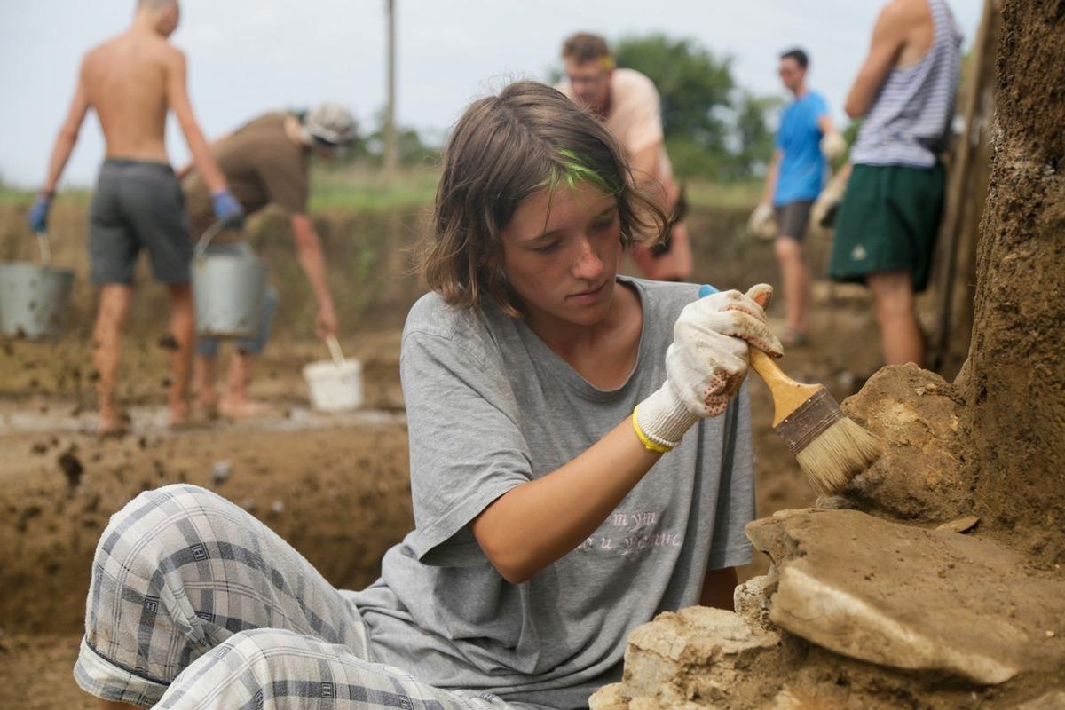 Археологическими раскопками занимались три отряда