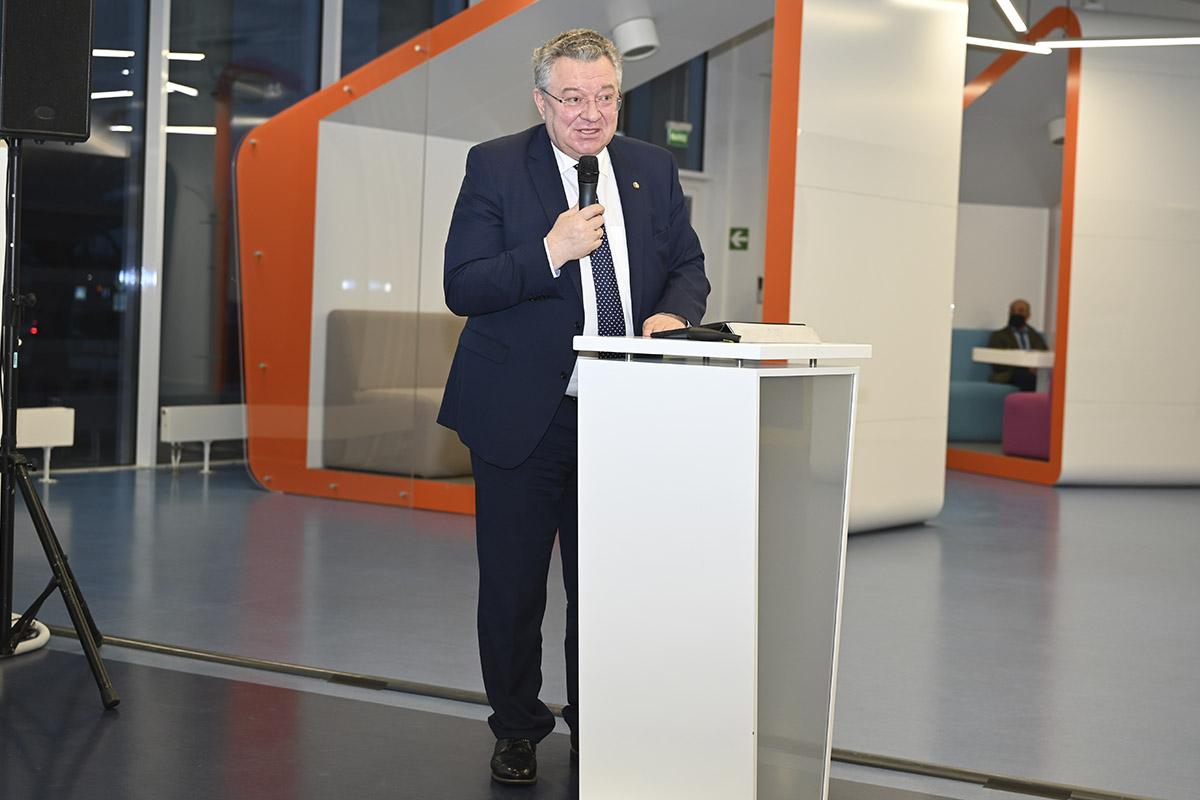 На торжественном открытии международной олимпиады по финансовой безопасности выступал ректор СПбПУ Андрей РУДСКОЙ