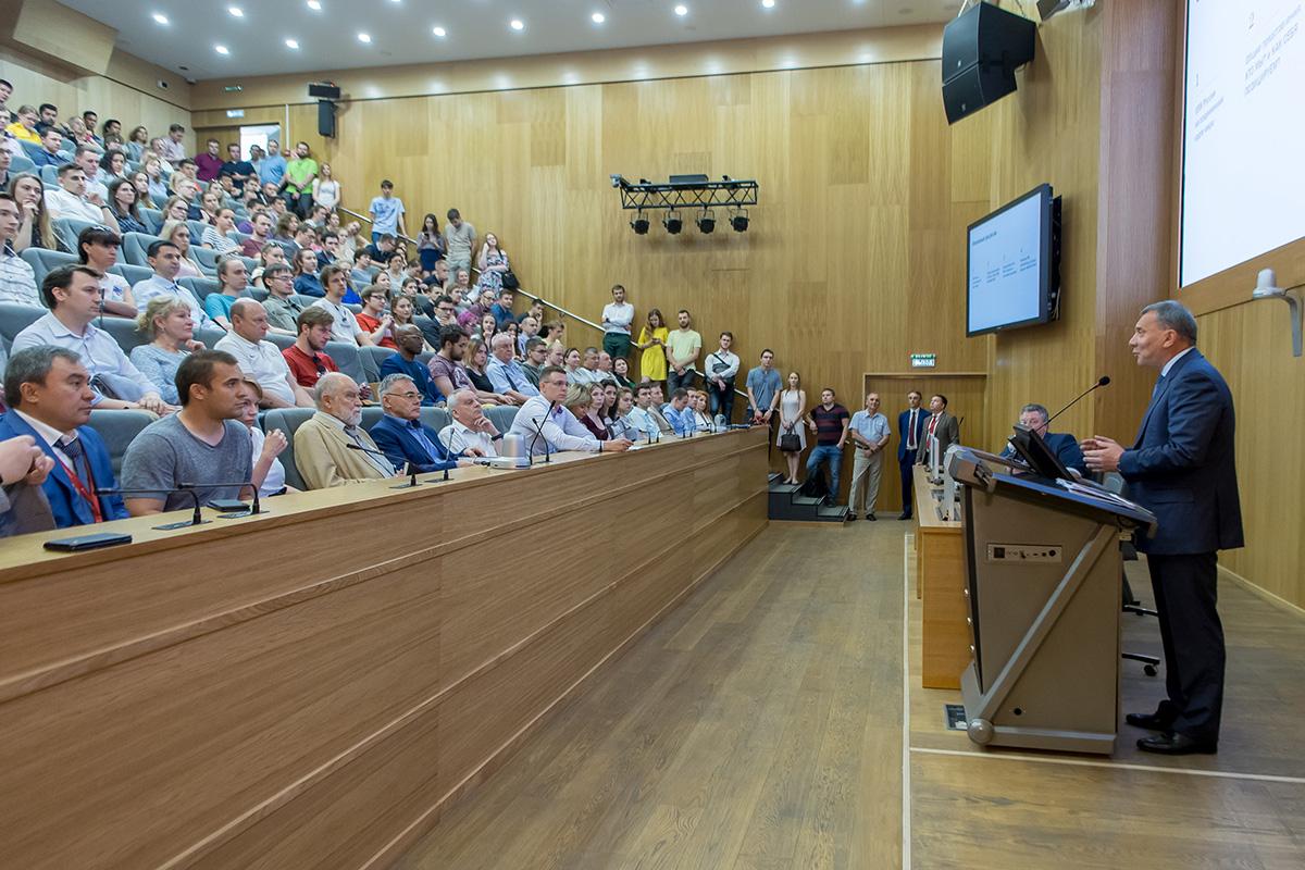Лекция Юрия Борисова была посвящена кадровым вопросам отечественного ОПК