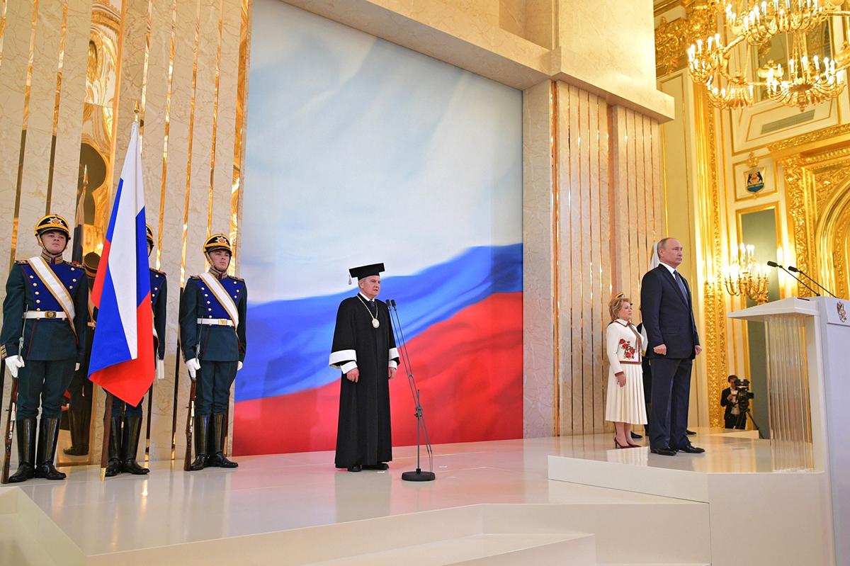Председатель Конституционного Суда объявил о вступлении В.В. ПУТИНА в должность Президента РФ