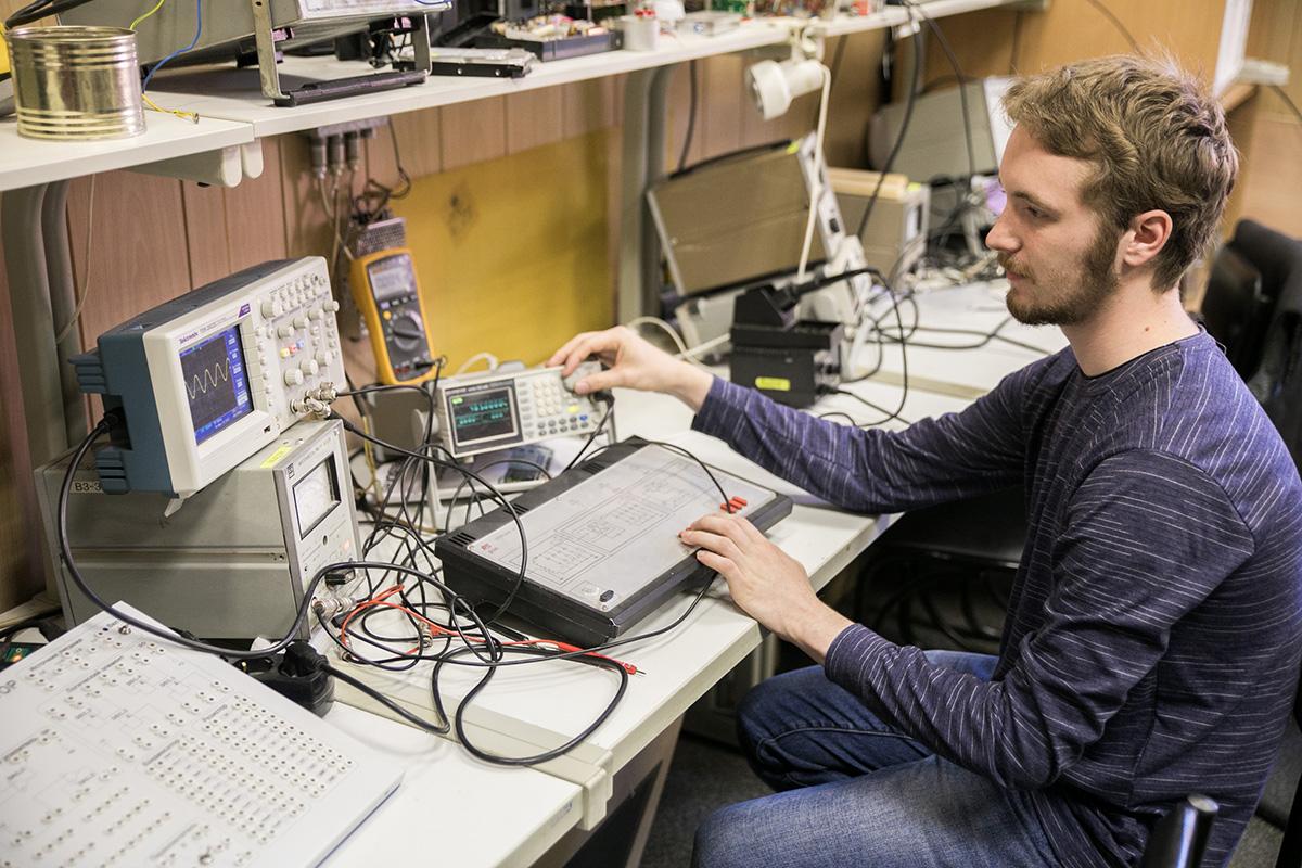 Павла привлекает работа инженера-схемотехника