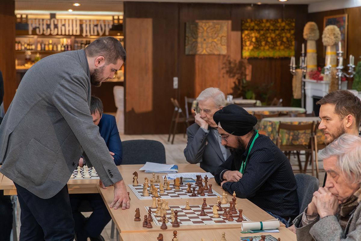 Сеанс одновременной игры с международным гроссмейстером Павлом МАРТЫНОВЫМ