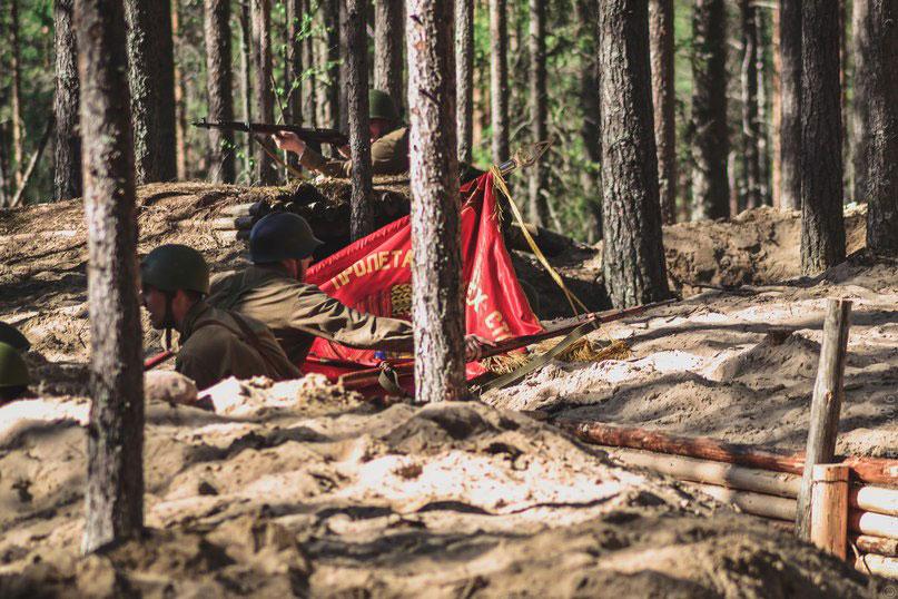 Во время реконструкции был воссоздан эпизод нападения финских частей на командный пункт