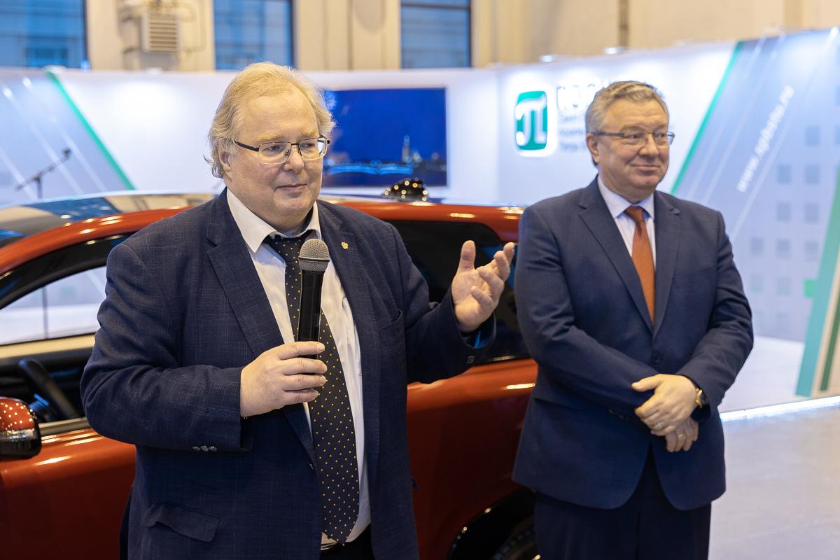 Алексей Боровков и Андрей Рудской на презентации электромобиля «КАМА-1»