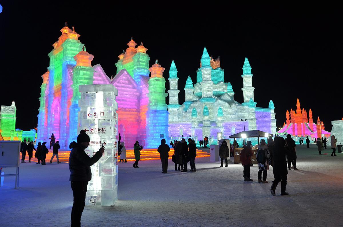 Студенты Политеха посетили международный фестиваль снежных и ледовых скульптур в Харбине