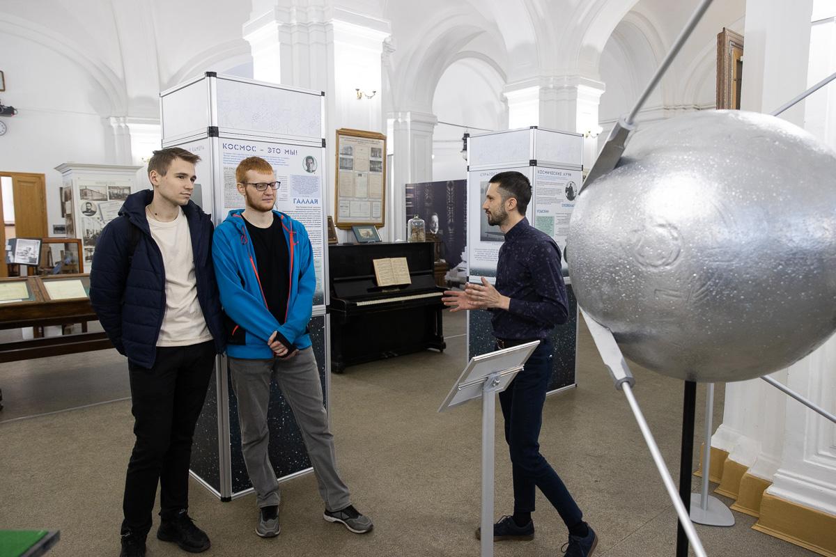В Музее истории СПбПУ к 12 апреля открылась выставка, посвященная вкладку политехников в развитие космоса