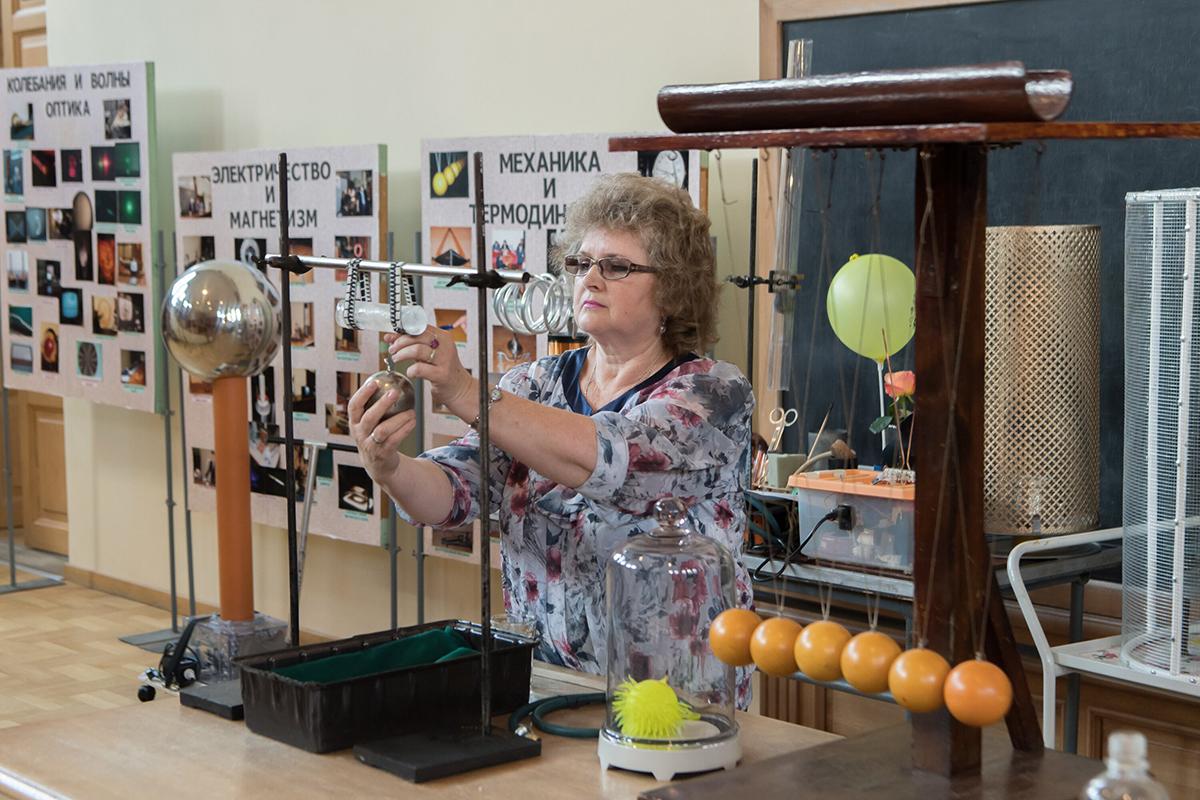 Физическое шоу вызвало восторг у школьников и учителей