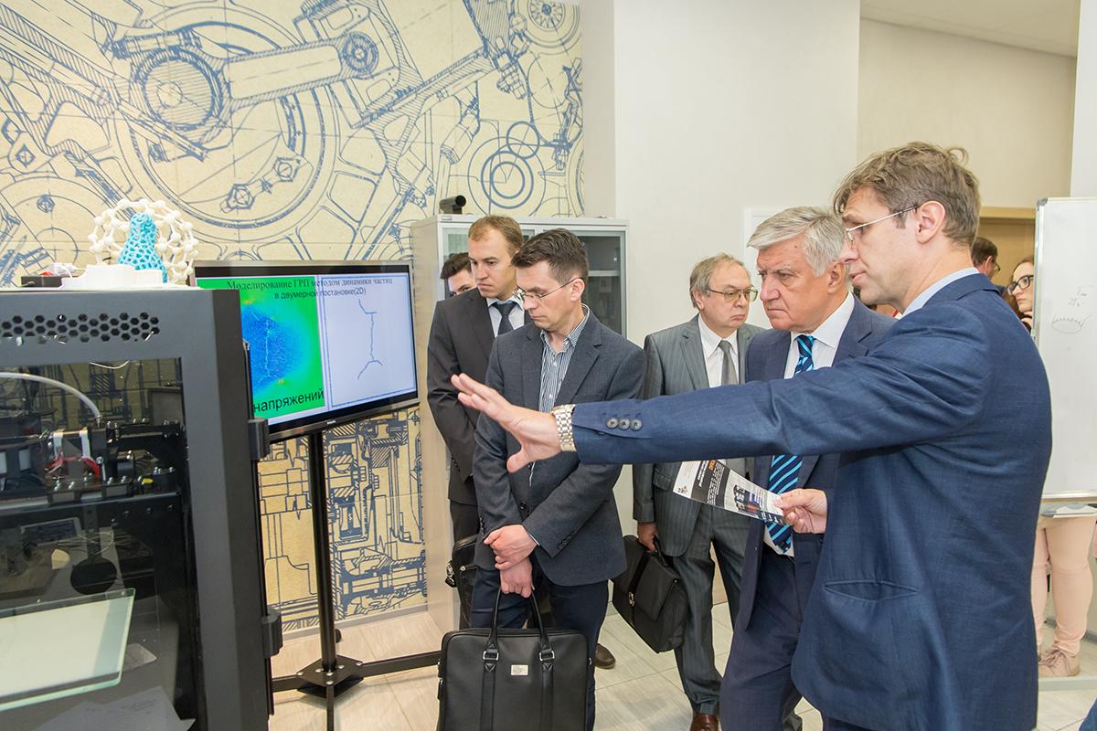 НОЦ Газпром-Политех презентовали В.А. Шамахову свои разработки