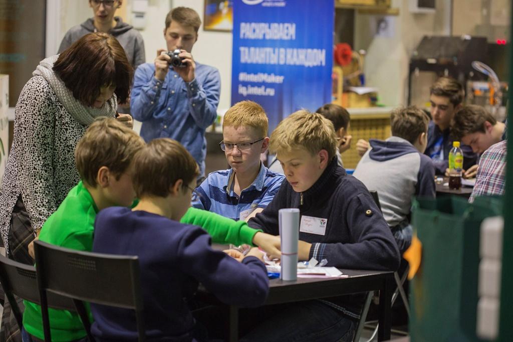 На мастер-классе по робототехнике ребята создавали роботов