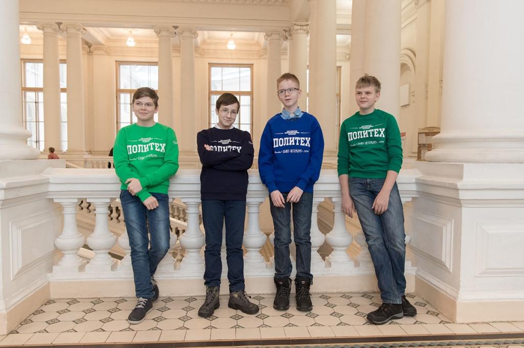 Ребятам провели экусурсию по кампусу университета и его основным корпусам