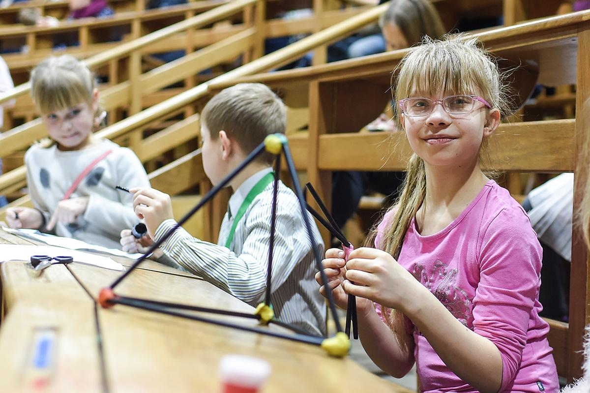 Для самых маленьких в Большой физической аудитории была организована развлекательная программа «Юный политехник»