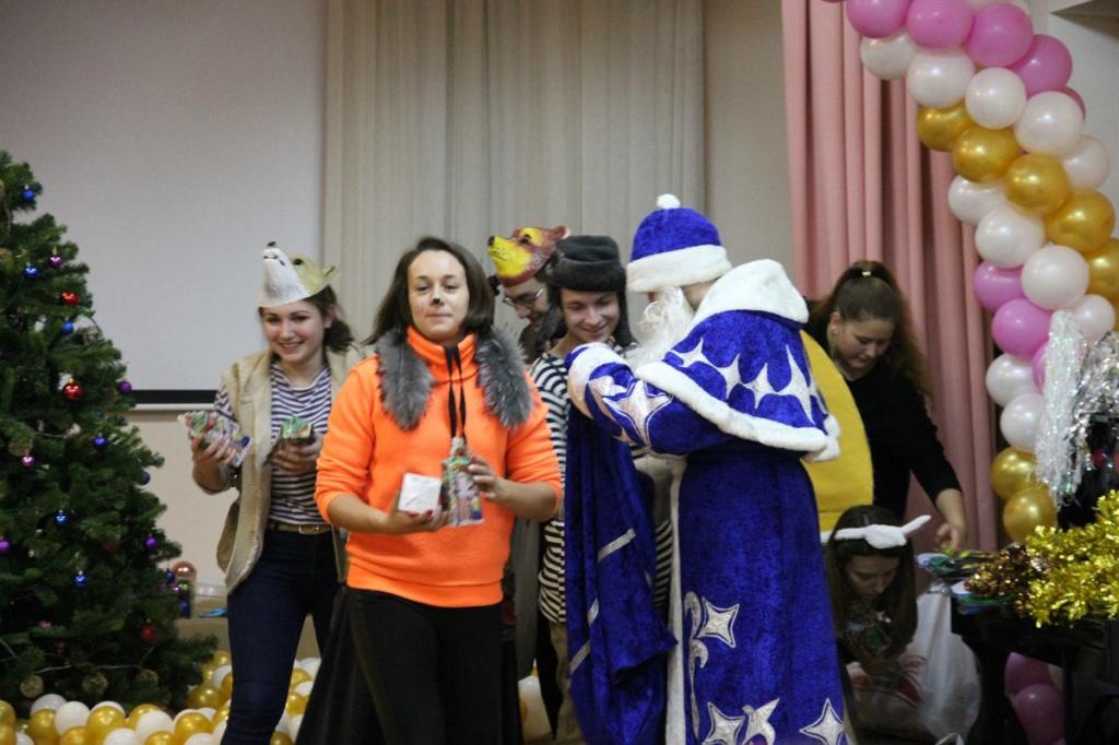 Волонтеры Политеха поздравили с Новым годом воспитанников детского дома