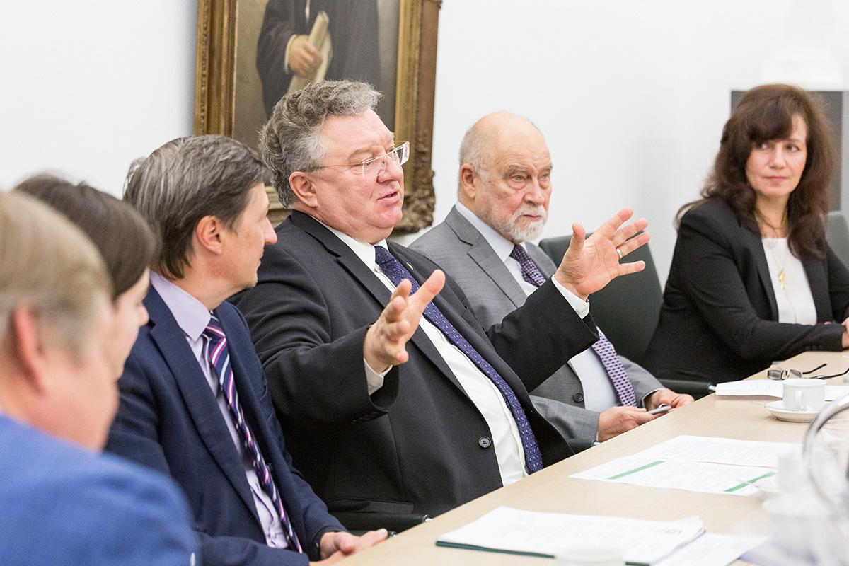 Ректор СПбПУ и профессора Политехнического университета встретили презентацию с большим вниманием и интересом