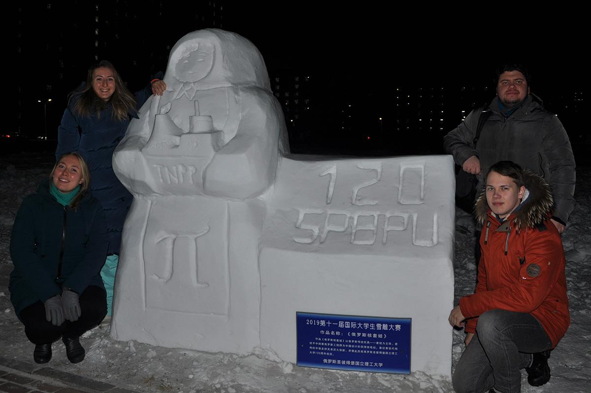 Студенты ИЭиТС приняли участие в конкурсе снежных скульптур, организованном Харбинским инженерным университетом