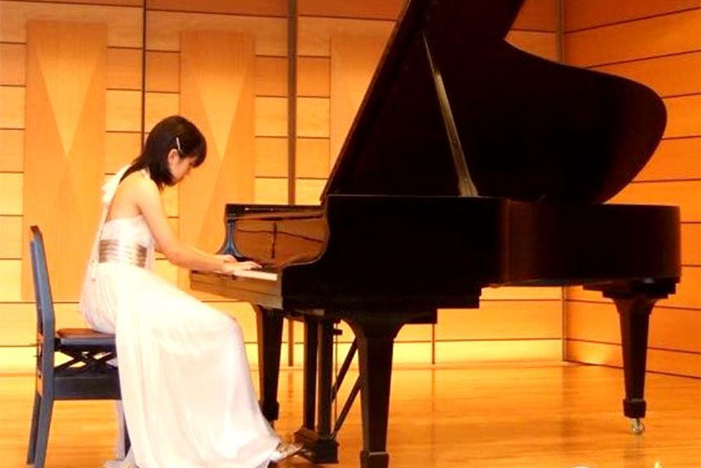 Майко с детства играет на скрипке и фортепиано, поэтому планирует получить в России классическое музыкальное образование