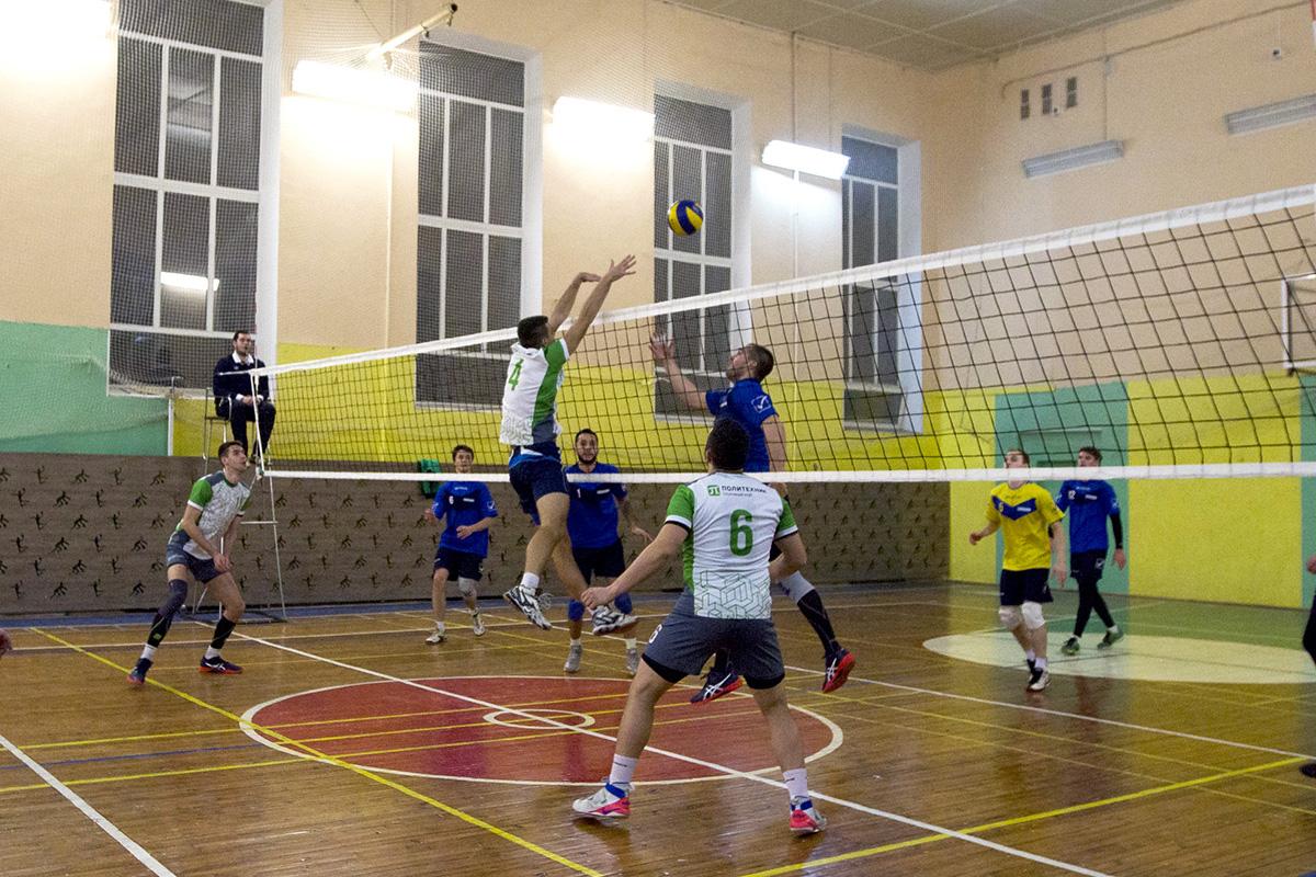 Волейболисты Политеха анализируют ошибки и усиленно тренируются перед новыми стартами