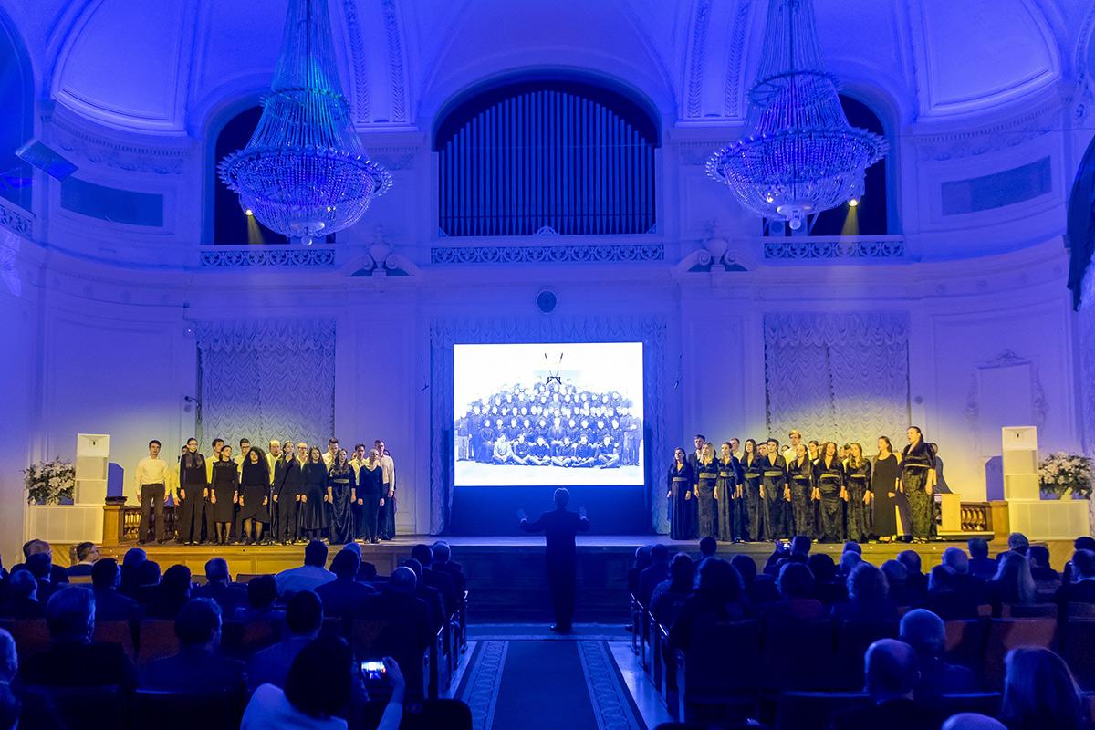 Молодежный хор Полигимния исполнил несколько композиций