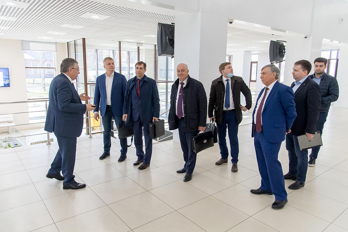В Политехе побывали с рабочим визитом представители Госкорпорации «Роскосмос» и ее ведущего материаловедческого предприятия АО «Композит»