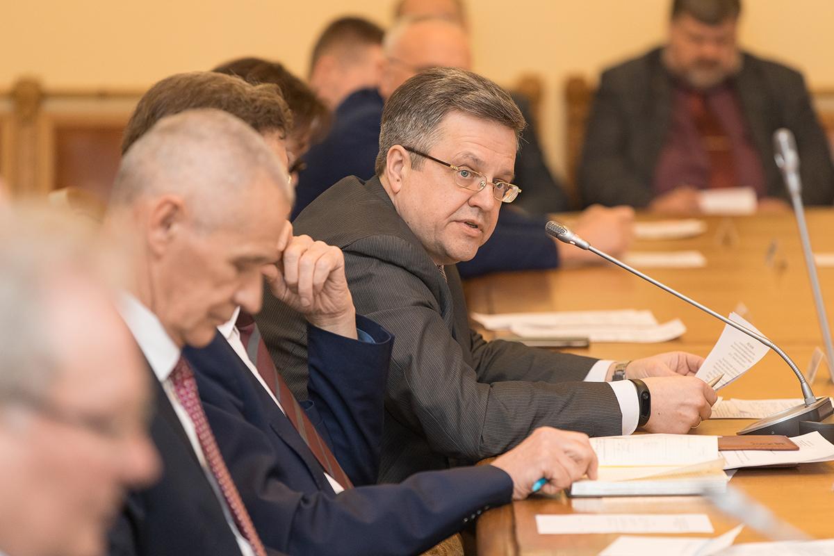Перед членами Ученого совета выступил В.Э. Щепинин