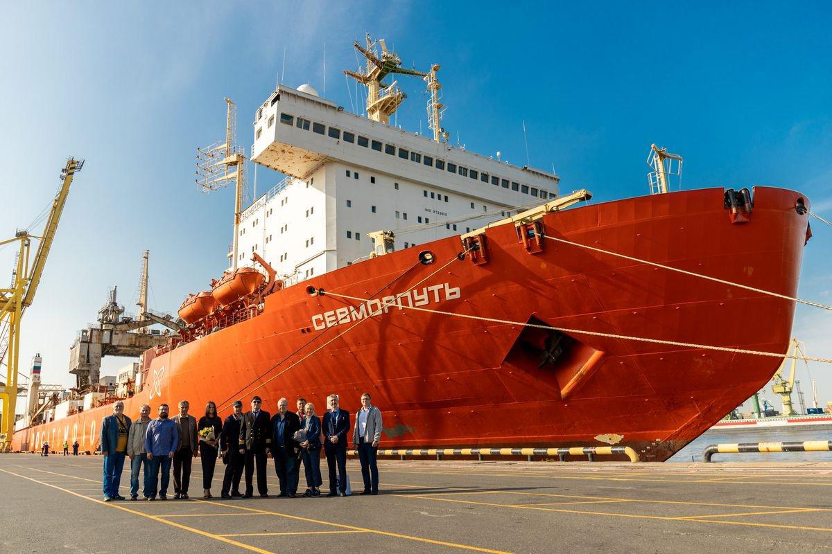 Мегапроект «Северный морской транзитный коридор» инициировала Госкорпорация «Росатом» с целью создания нового предложения на международном рынке транспортно-логистических услуг по доставке грузов между Европой и Азией через Северный морской путь