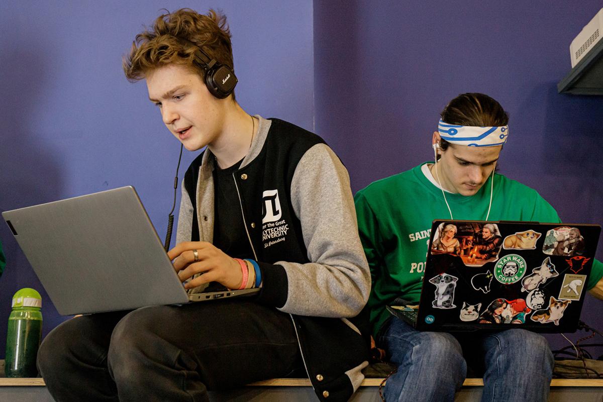 В марте в Политехе прошли заключительные этапы школьного и студенческого треков Олимпиады Кружкового движения Национальной технологической инициативы (НТИ) по профилю «Передовые производственные технологии»