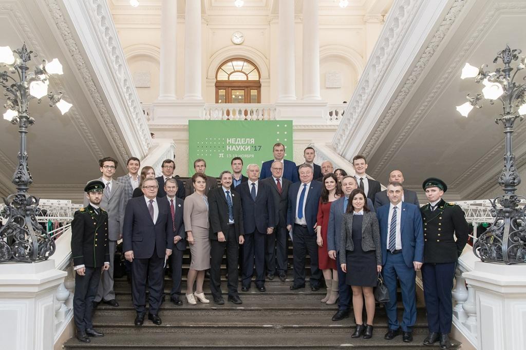 Лучшие студенты, аспиранты и молодые ученые СПбПУ с почетными гостями форума