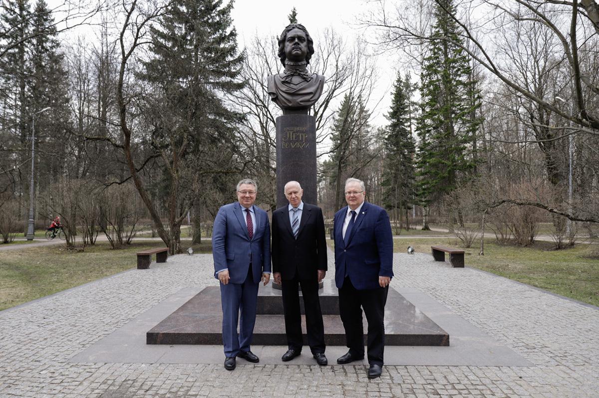Андрей РУДСКОЙ и Алексей БОРОВКОВ провели для гостя экскурсию