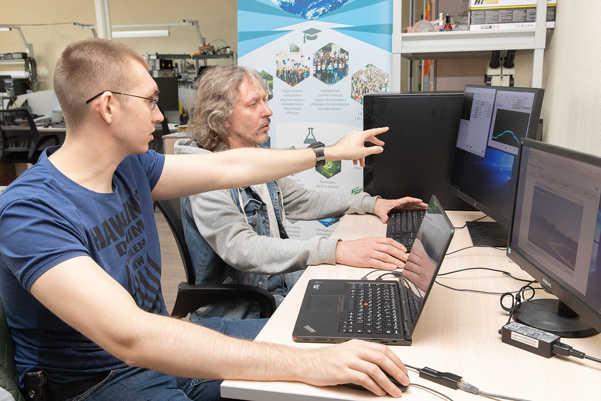 Учеными СПбПУ был выполнен поиск орбитального аппарата, слежение за его местоположением, снятие информации с борта аппарата