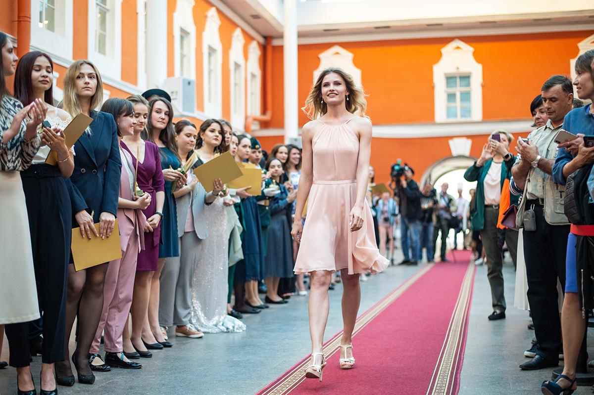 Красавица и физик Валентина Темкина – среди лучших выпускников Петербурга