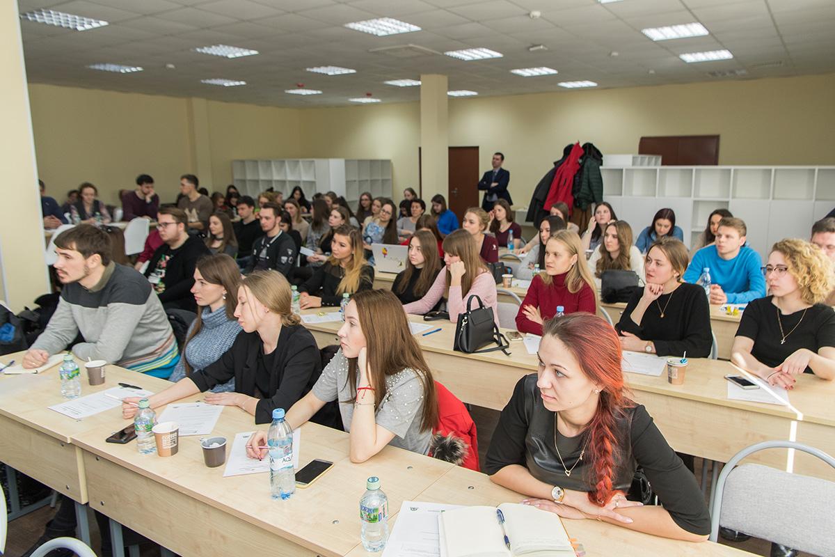 На лекции можно было встретить потенциальных участников программы акселерации, студентов и представителей различных учреждений
