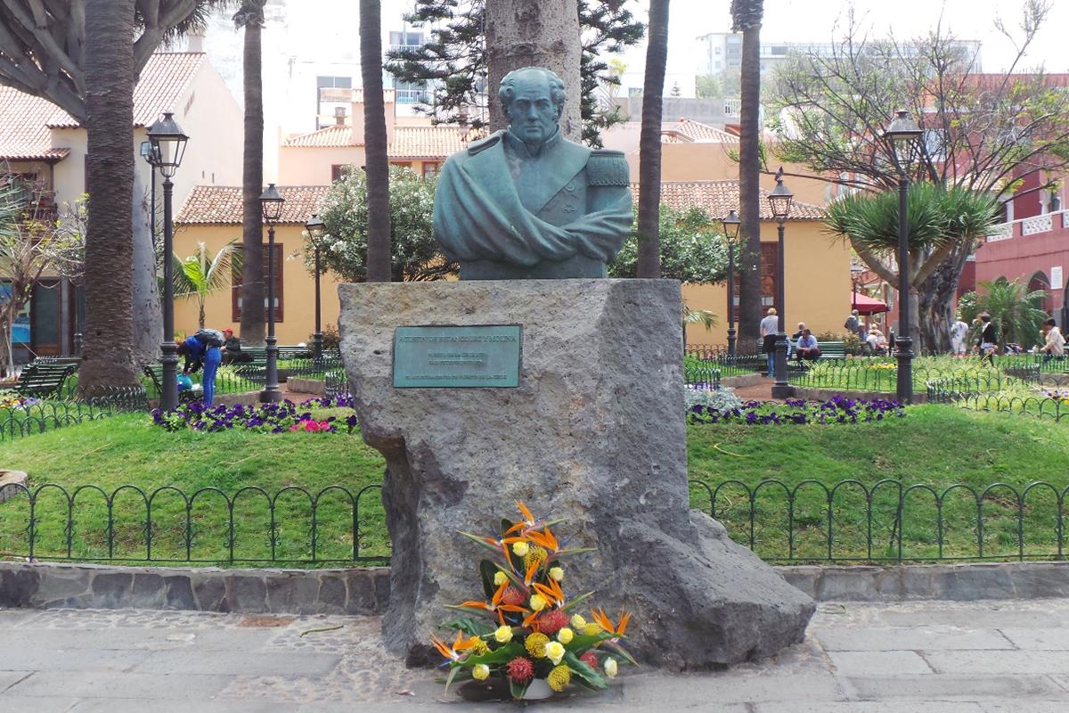 Памятник Августину де Бетанкуру на острове Тенерифе