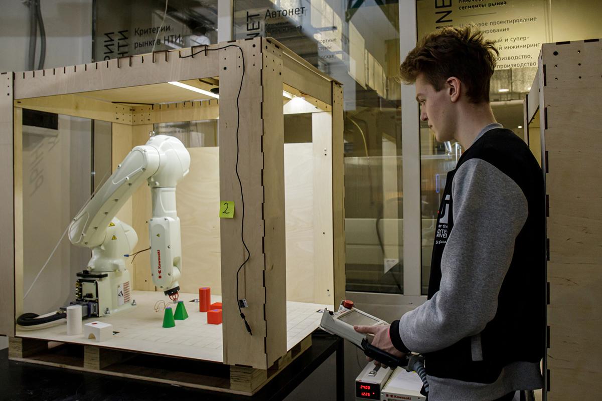 Команды прорабатывали процесс современного модульного строительства многоэтажек с помощью роботов-манипуляторов Kawasaki