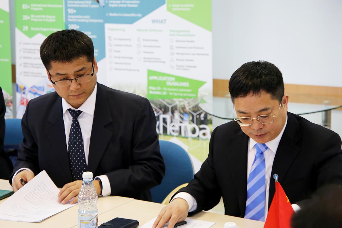 Переговоры с коллегами из Харбинского инженерного университета (HEU) прошли в ресурсном центре СПбПУ
