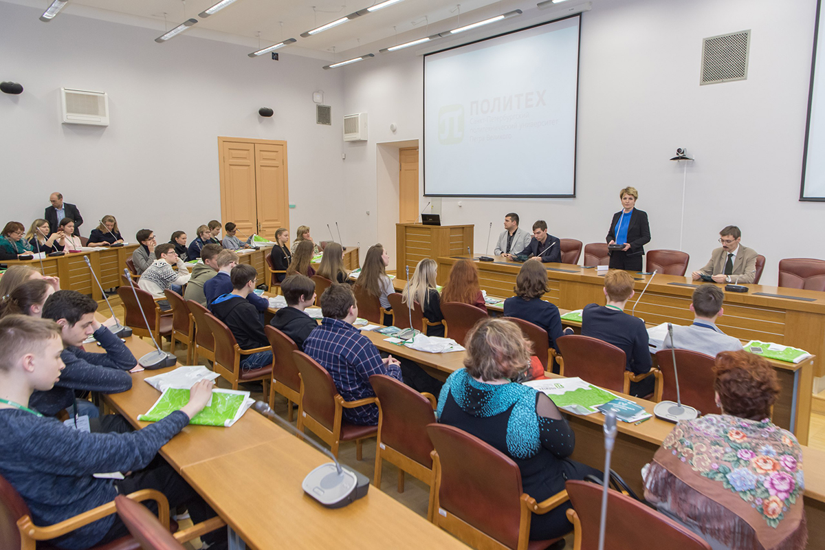 В торжественном открытии приняли участие Е.М. Разинкина, Д.В. Тихонов и Р.А. Байбиков